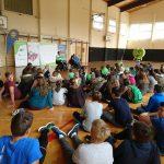 Otroci med predavanjem
